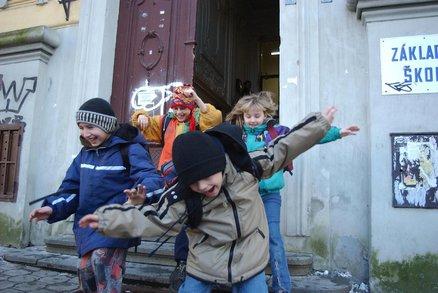 Přehledně: Kde mají školáci jarní prázdniny? Děti z 15 okresů nemusely z postelí