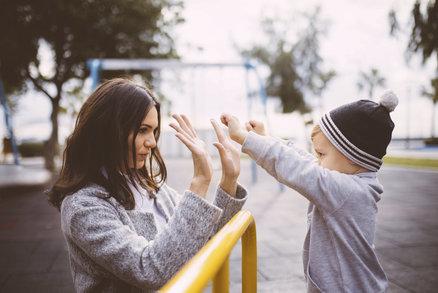 Mateřské gangy na dětském hřišti: Do jakého patříte vy?