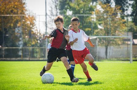 Hry v přírodě rozvíjejí mozek a tělo více, než jednostranné tréninky