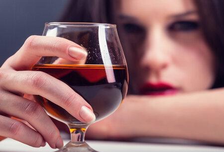 Za vyšší krevní tlak může i časté pití alkoholu.
