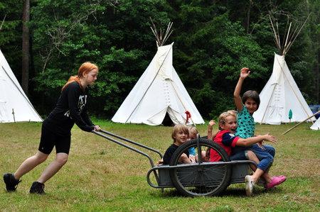 Děti můžete na táborech sledovat i pomocí webkamery. Je to ale vhodné?