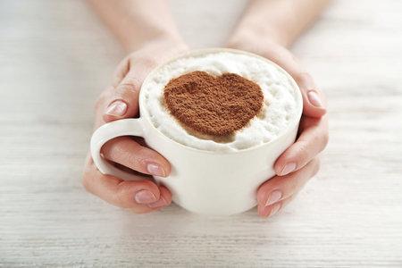 Pozor na to, jakou kávu si dáváte. Může totiž mít stejnou energetickou hodnotu, jako svačina.
