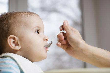 Nemluvte rodičům do stravy dítěte.