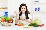 Nevíte, jak na to a jakou dietu si vybrat? Nemusíte si lámat hlavu, někdy i docela malá změna ve vašich stravovacích návycích pomůže nastartovat hubnutí. Co zkusit třeba tyhle triky?