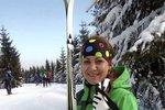 Máme velikou radost, kolegyně Maruška doběhla ve zdraví Jizerskou 50, jeden znejtěžších závodů v klasickém lyžování v Evropě. Před startem byla mírně nervózní a přiznala se, že včera porušila životosprávu a dopřála si skleničku vína. Na kuráž. Což vlastně vyšlo.