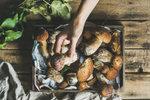 Zdá se vám, že letos houby nerostou? Není to pravda! Jen je třeba vědět, kam na ně! A s tím vám poradíme.