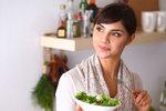 Drastické diety slavných celebrit nebo modelek bývají jedny z vůbec nejextrémnějších. Některé se snaží zhubnout kvůli důležité roli, jiné propadly dietám natolik, že zkrátka hubnou nonstop. Přestože jsou podobné diety velmi nezdravé, účinek je nepopíratelný. Chcete to vyzkoušet, protože vás čeká třeba svatba? Zvažte všechna rizika!