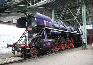 Rychlíkový Albatros 498.106, který v srpnu vytvořil doposud nepřekonaný rekord parních lokomotiv tehdejších Československých státních drah rychlostí 162km/h