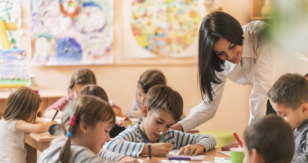 Pro děti od pěti let je předškolní docházka do MŠ povinná a platí stejné podmínky jako ve škole
