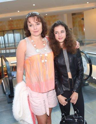 Munzarová vyvedla do společnosti dceru Aničku.