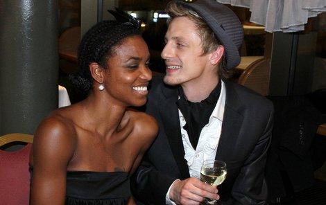 Ondřej Ruml a jeho krásná přítelkyně Doris Martinéz.