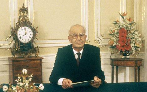 Obrázek, po kterém se Čechům příliš nestýská: Gustáv Husák při novoročním projevu.