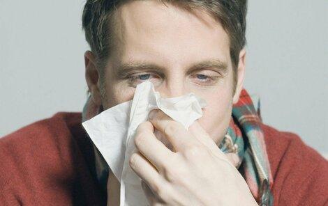 Bez kapesníku ani ránu. Rýma dokáže den pořádně znepříjemnit.