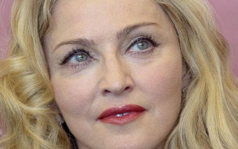 2013: Mimo pódium teď už působí Madonna usedlejším dojmem.
