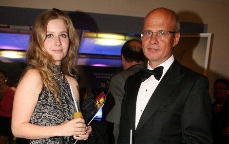Miliardář Horáček si vzal svou o 26 let mladší přítelkyni Míšu.