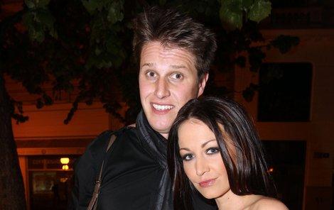 Agáta Hanychová a její snoubenec Mirek Dopita.