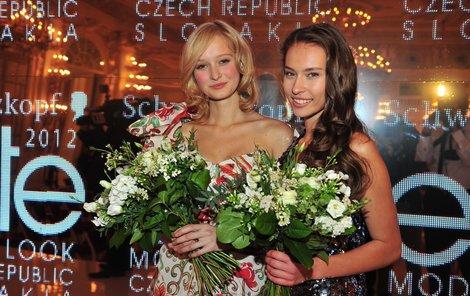 Vlevo Češka Adéla Martýnková, vpravo Slovenka Silvia Jagošová