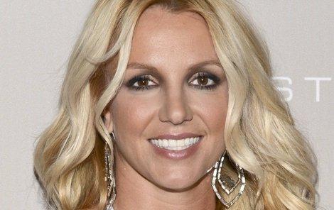 Britney Spears si vyšla na procházku s holým zadkem.