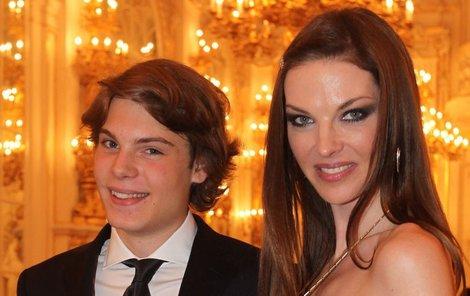 Pavlína Němcová se synem Alainem, který studuje práva na Sorbonně.