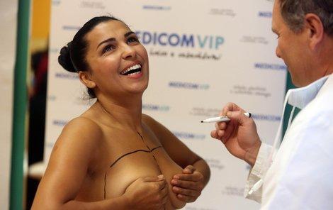 Anife podstoupí operaci prsních dvorců.