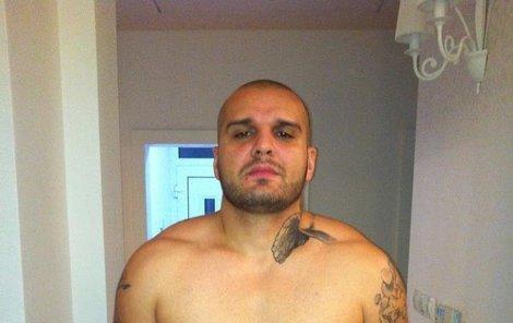 Patrik Vrbecký alias Rytmus ukázal své tělo i tetování.