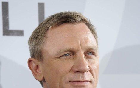 Daniel Craig a jeho rychle ustupující kouty.