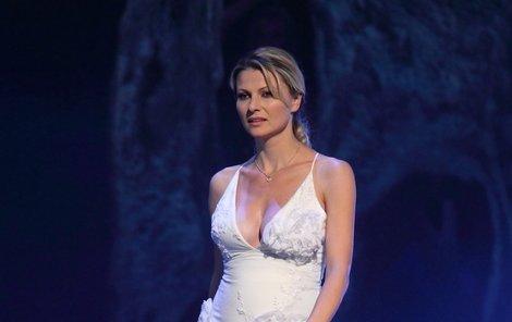 Jitka Kocurová dala své těhotenské bříško na obdiv.