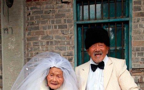 Sognši poprvé oblékla svatební šaty až teď.