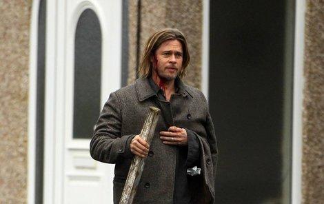 Brad Pitt dostal pořádně na budku. Naštěstí jen ve filmu.