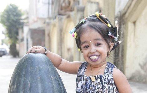 Jyoti Amge je jen o kousek větší než meloun.