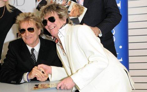 Vidíme snad dvojmo? Rod Stewart a jeho dvojník.