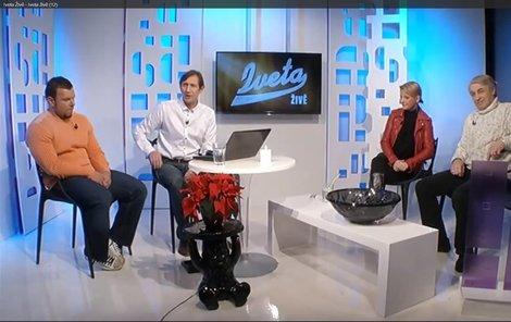 Ještě v neděli živé vysílání s Bartošovou i Rychtářem proběhlo.