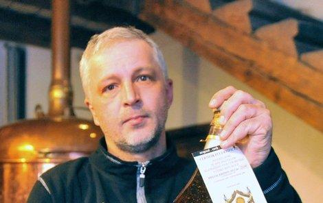 Zlaté pivo jste určitě ještě neochutnali.Marek Pietoň představuje unikátní české pivo.