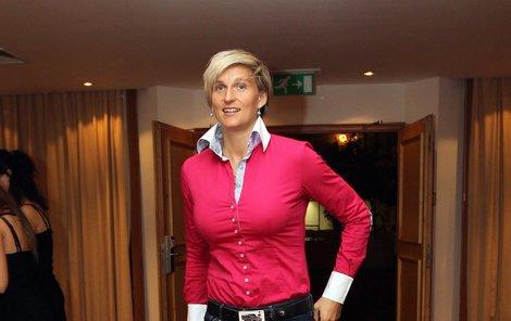 Barbora Špotáková přišla na vyhlášení v růžovém a obtažených džínách, rostoucí bříško nebylo téměř vidět.