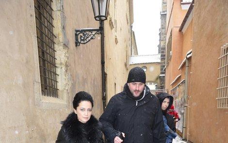 Lucie Bíla před mší na památku