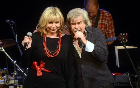 Hanička se se zpěvákem zná několik desítek let, proto na pódiu tvořili sehranou dvojku.