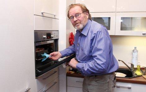 Jan Vlasák připravuje svoje menu.