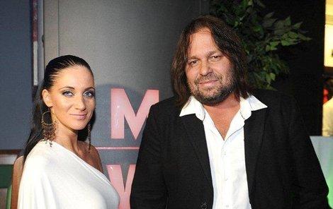"""Jiří Pomeje a jeho """"manželka"""" Andrea"""