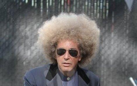 Ještě, že si Al Pacino vzal jen paruku.