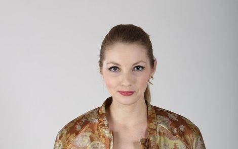 Pavlína JÁGROVÁ (22) je neteř hokejové superstar Jaromíra. Nevyniká však ve sportu, ale v módě. Během dvou let se v Česku vypracovala na nejúspěšnější blogerku, kterou denně sledují tisíce fanoušků. Při příležitosti Fotbalisty roku se exkluzivně pro deník Aha! zhostila role módní policistky.