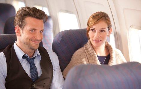Julia Roberts a Bradley Cooper ve filmu Na sv. Valentýna