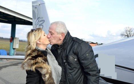 polibek před odletem