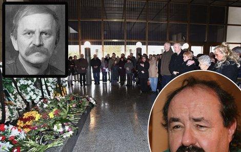 Pohřeb Šťáhlavského provázely zpěvákovy slavné hity.