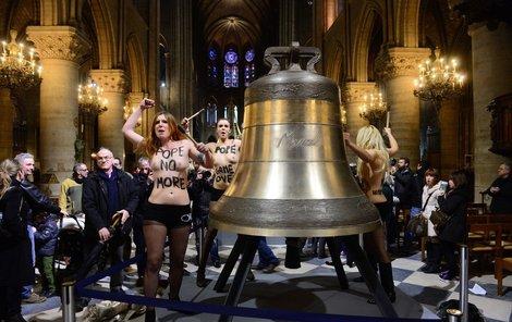 skandální protest proti papeži