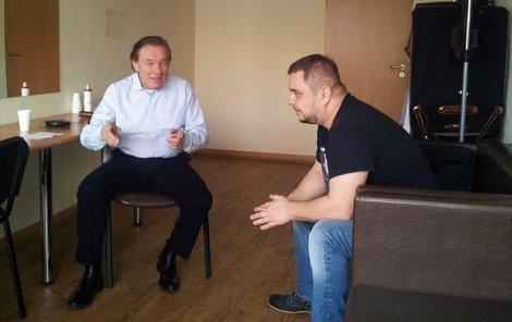 Zpěvák slovenské skupiny Desmod Mário Kollár na audienci u Gotta, který ho přijal ve své šatně.