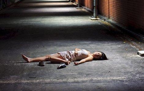 Těžce zraněnou ženu považovali svědci za opilou. (Ilustrační foto)
