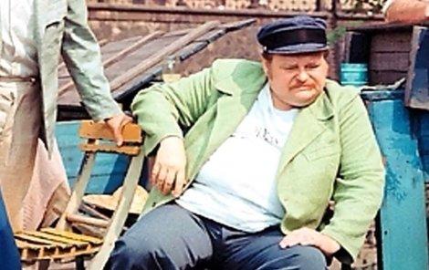 Libíček natáčení coby Lojzík Vodička nedokončil. Na snímcích z té doby je patrné, jak trpěl.