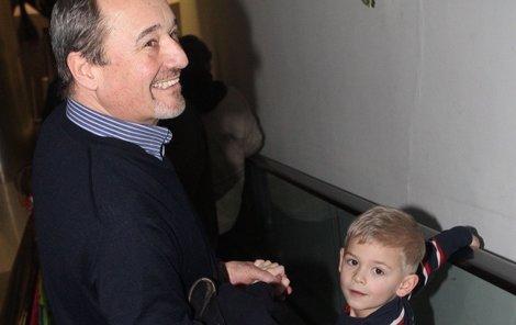 Viktor Preiss se pochlubil vnukem Matoušem.