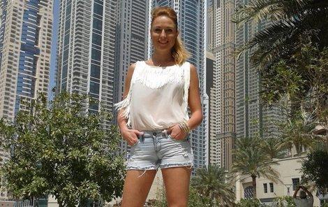 Romana Pavelková ukázala Arabům dlouhé štíhlé nohy.