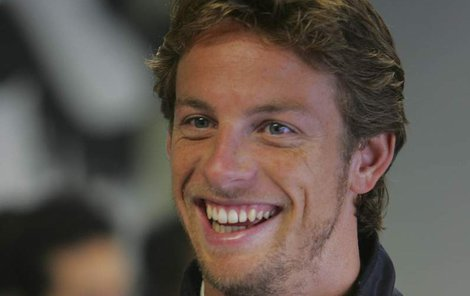 Jenson Button má rád nestydaté holky)